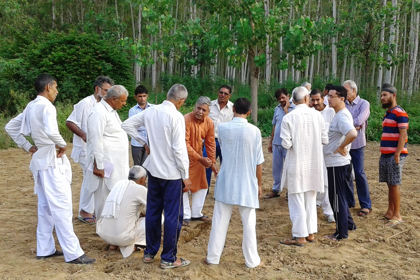 Farmers learn about alternative methods of cultivation.